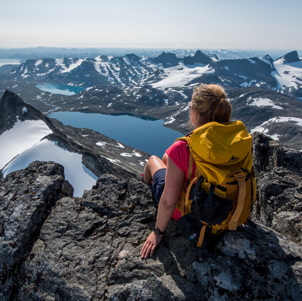 On top of peak Uranostind in Jotunheimen.jpg