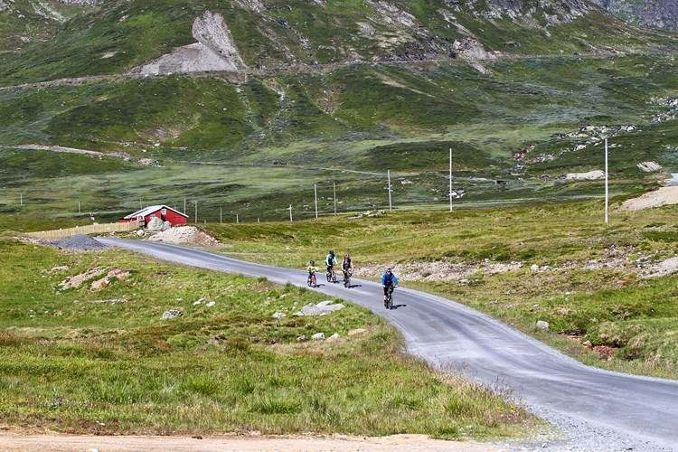 Biking the Jotunheimen Way is one of the many activities you can enjoy during your stay at Beitostølen Resort in Valdres.